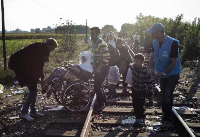 Syyrialaiset pakolaiset matkalla Unkarista Serbiaan O. Laban-Mattei UNHCR