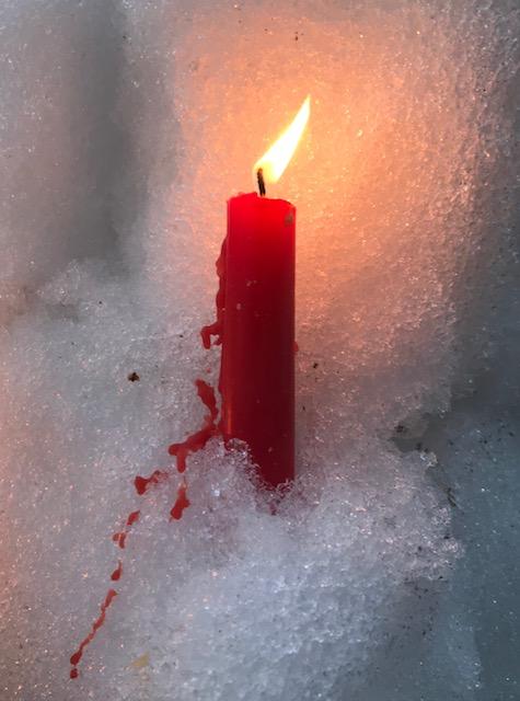 Punainen kynttilä.jpg